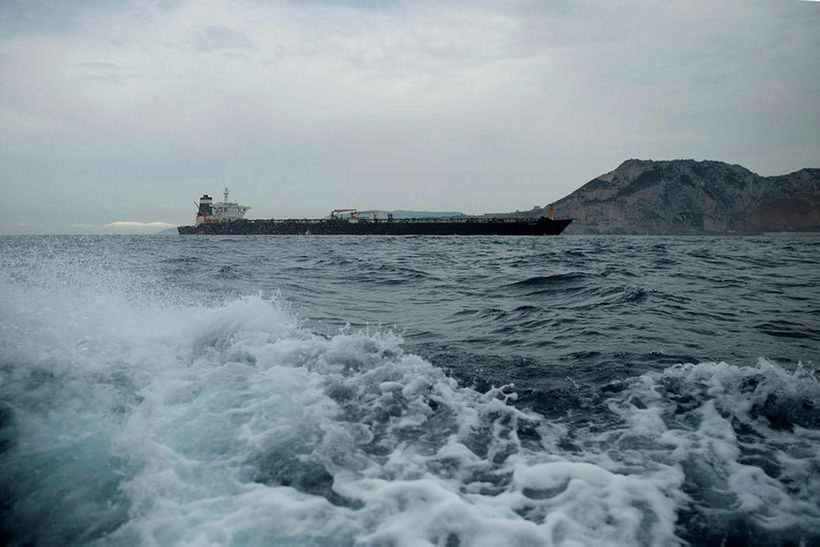 Yfirvöld á Gíbraltar kyrrsettu íranskt olíuflutningaskip með hjálp breska hersins …