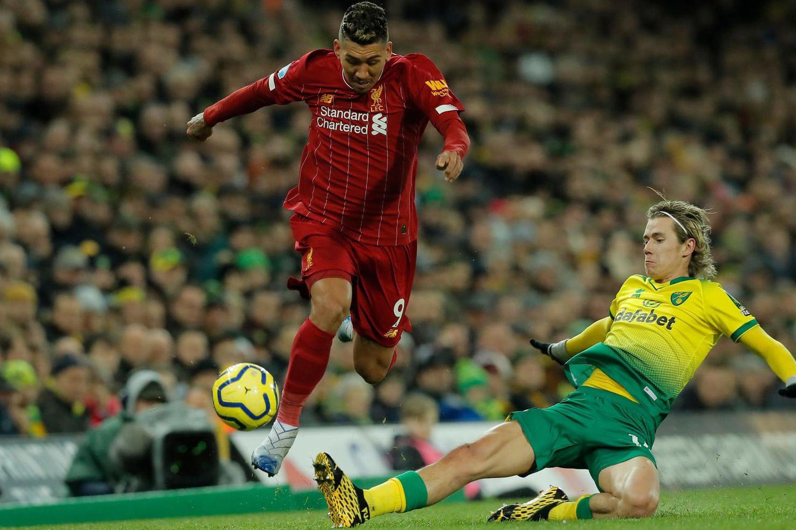 Roberto Firmino hjá Liverpool fer fram hjá Todd Cantwell hjá …