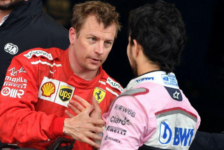 Kimi Räikkönen (t.v.) óskar Sergio Perez á Force India til hamingju með þriðja sætið.