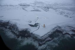 Rafmagnið fór af á Húsavík um klukkan níu í morgun. Unnið er að viðgerð.