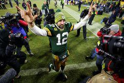Aaron Rodgers hjá Green Bay Packers fagnar sigrinum á Seattle Seahawks í nótt.