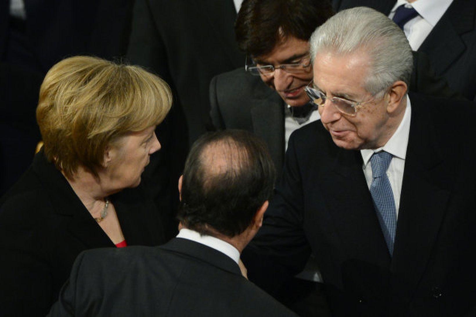 Berlusconi er ósáttur við tengsl Mario Monti við Þýskaland. Hér …