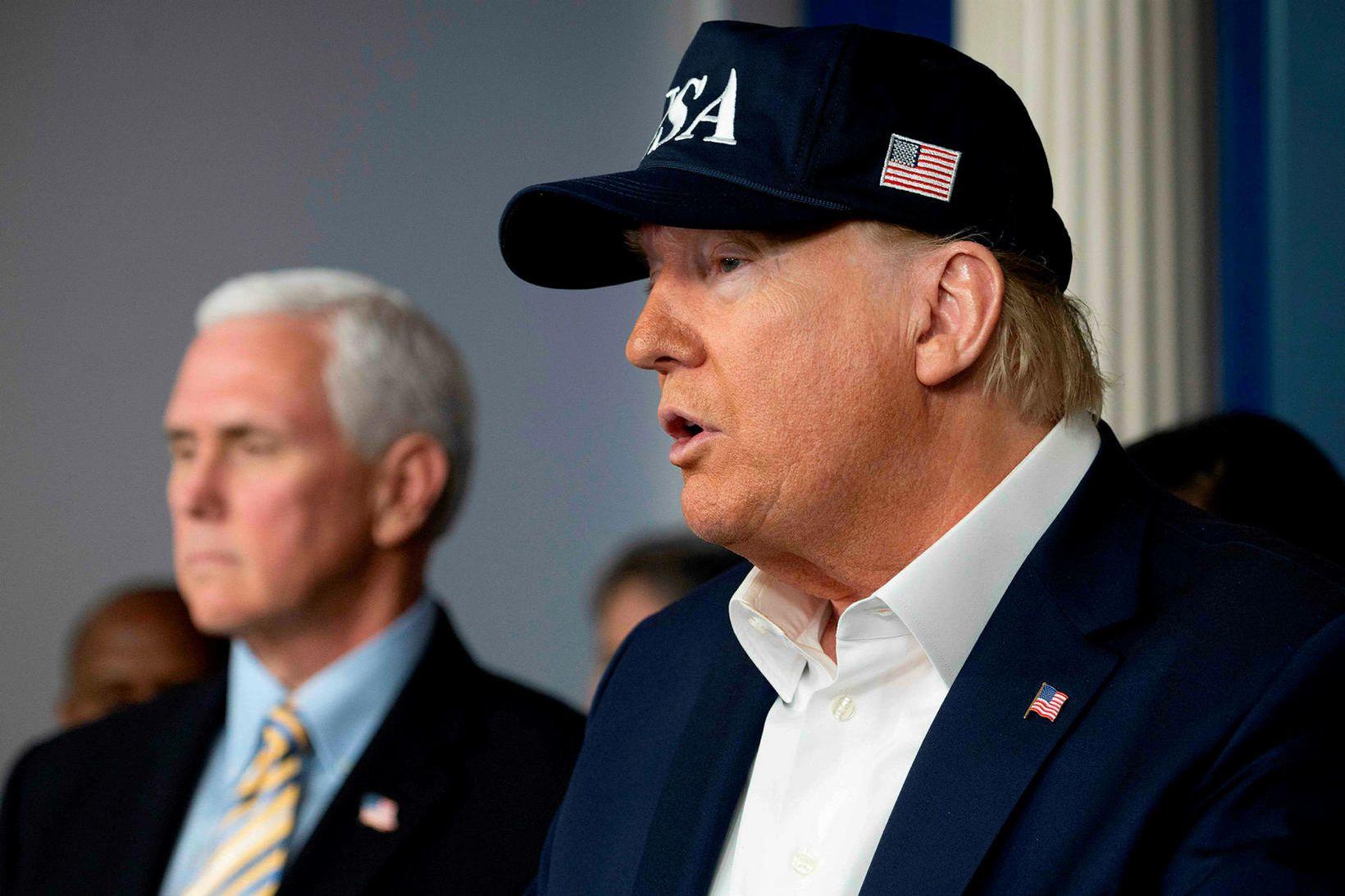 Donald Trump Bandaríkjaforseti og Mike Pence varaforseti í Hvíta húsinu …