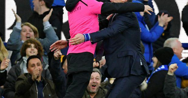 Duncan Ferguson fór mikinn á hliðarlínunni í sínum fyrsta leik sem knattspyrnustjóri Everton.