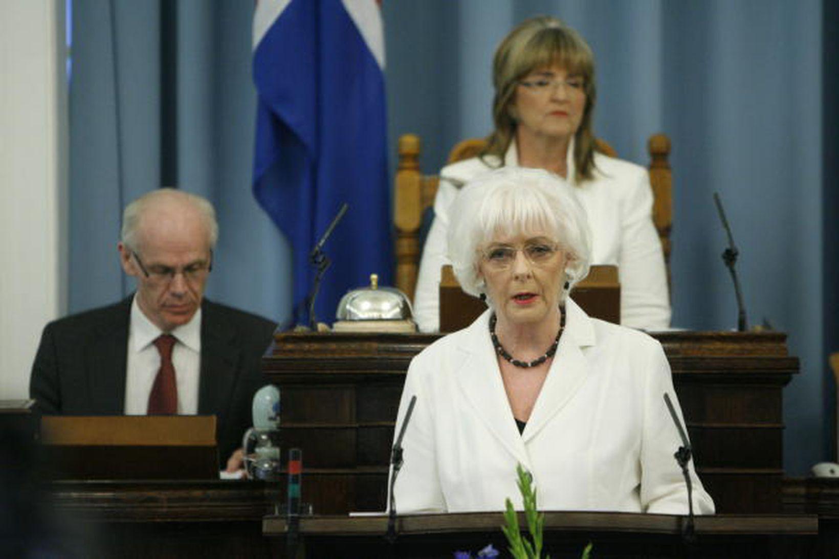 Jóhanna Sigurðardóttir flytur stefnuræðu fyrr á þessu ári.