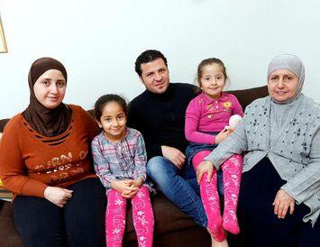 Hiba Al Jaraki, Maria, Maher Al Habbal, Sara og Raiseh Agha búa í Reykjavík og ...