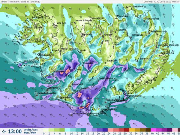 Síðdegis er spáð suðaustanhvassviðri eða -stormi.