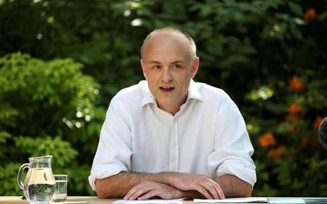 Dominic Cummings í Rósagarðinum fyrir utan Downingstræti 10 í London í dag.