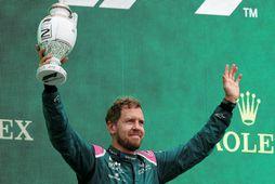 Sebastian Vettel, liðsmaður Aston Martin, á verðlaunapalli.