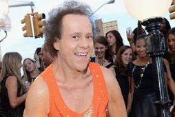 Leikfimikóngurinn Richard Simmons er mættur aftur.