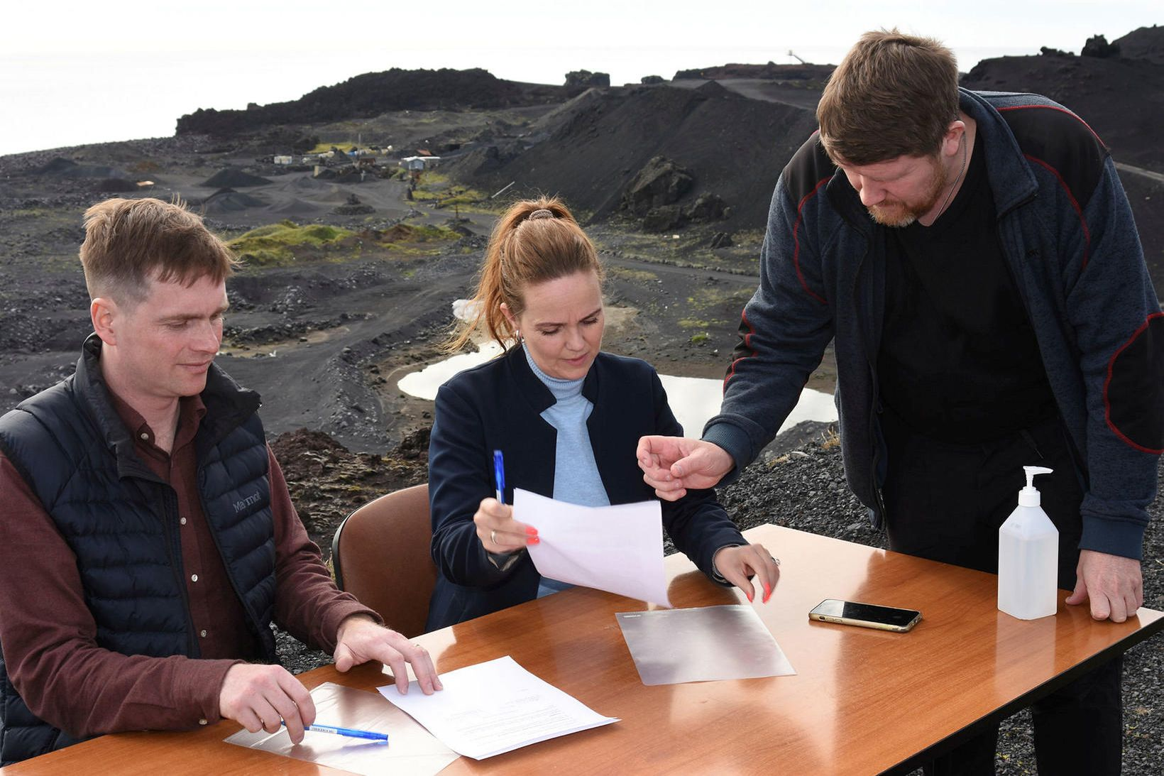 Samið. Hallgrímur Steinsson, Íris Róbertsdóttir og Daði Pálsson.
