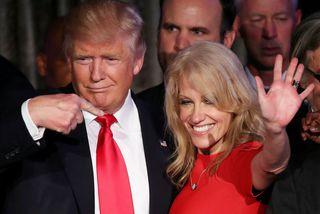 Donald Trump Bandaríkjaforseti með kosningastjóra sínum Kellyanne Conway. CNN segir forsetann óttast að hann eigi ...