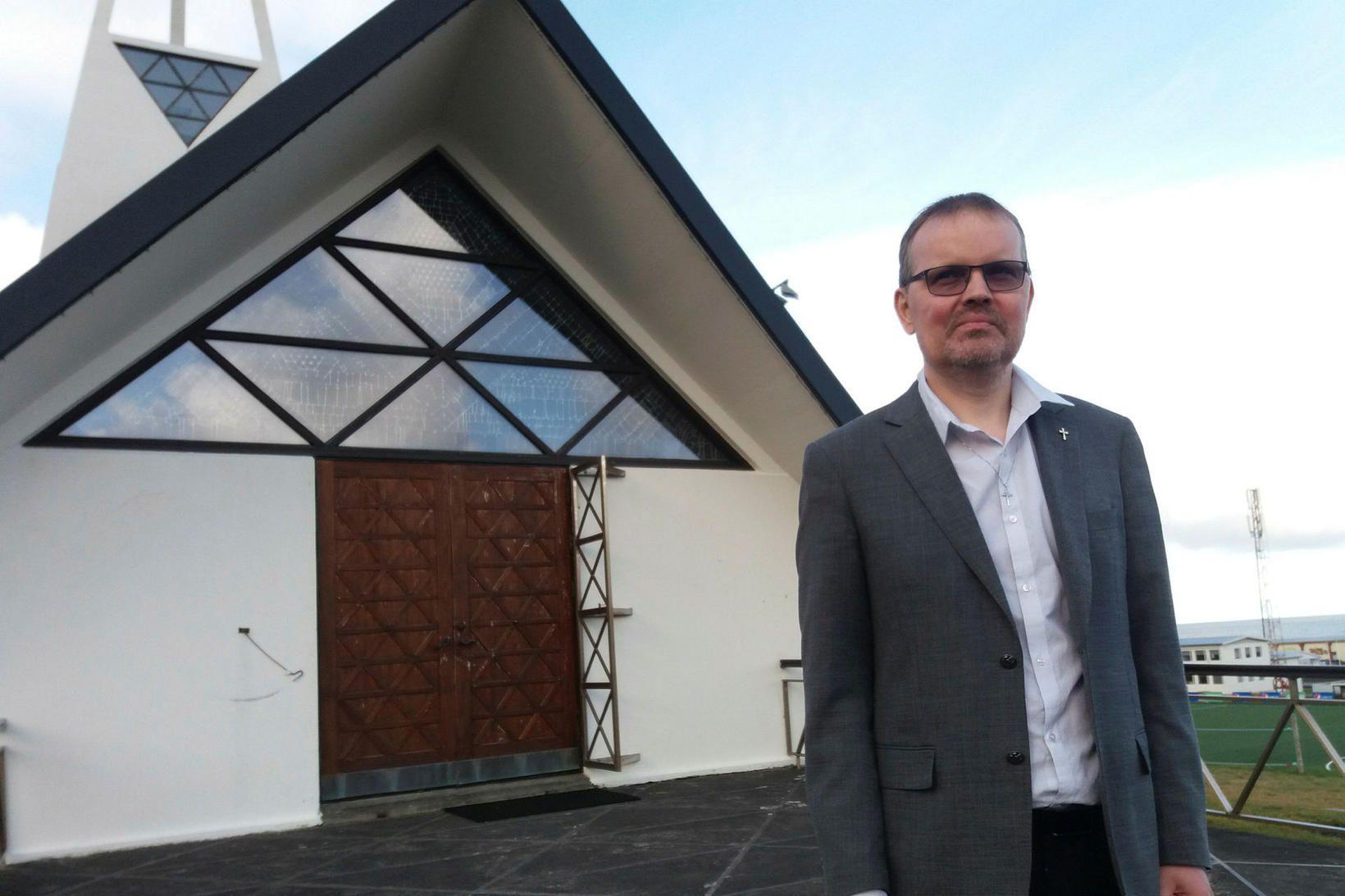 Sr. Óskar Ingi Ingason, sóknarprestur í Ólafsvík.