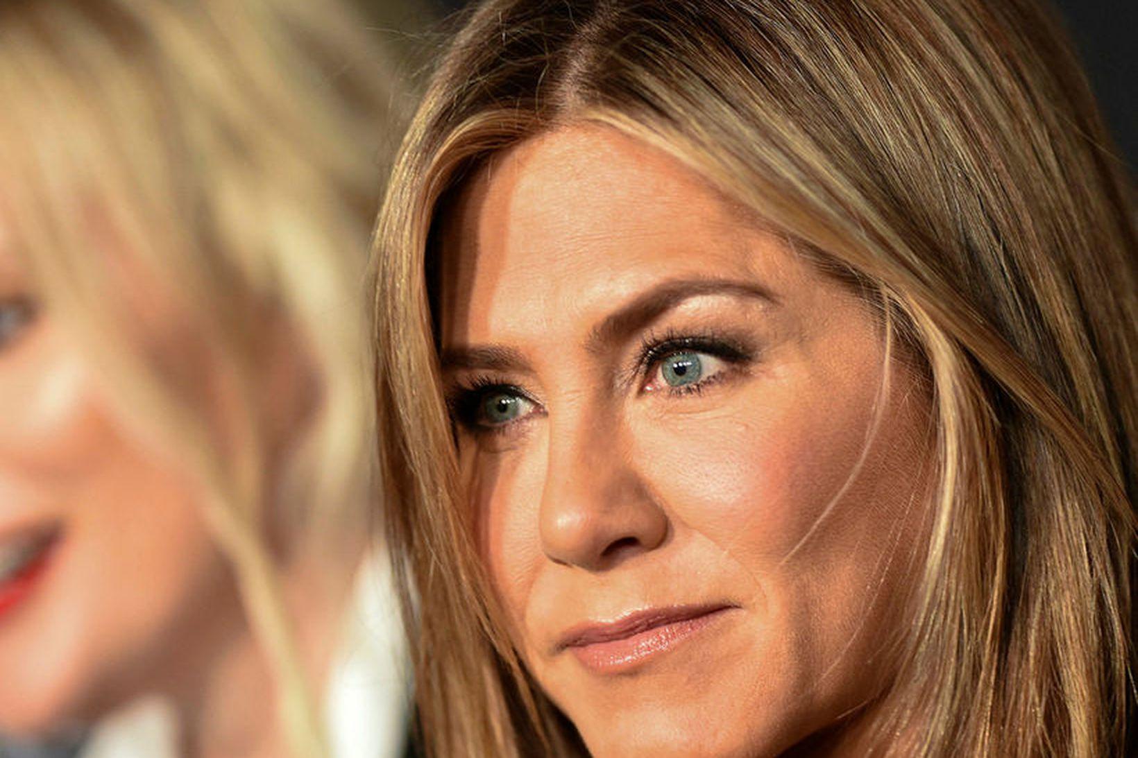 Jennifer Aniston gerir allt vitlaust á Instagram.