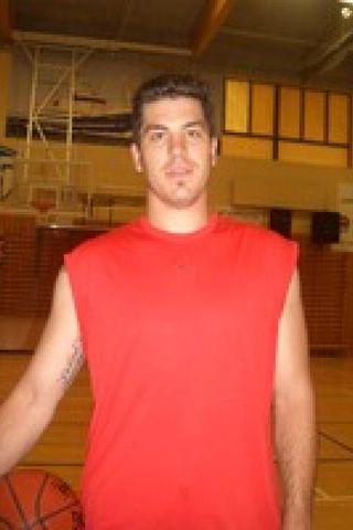 Ryan Anthony Amoroso sem er 2.06 metra hár miðherji.
