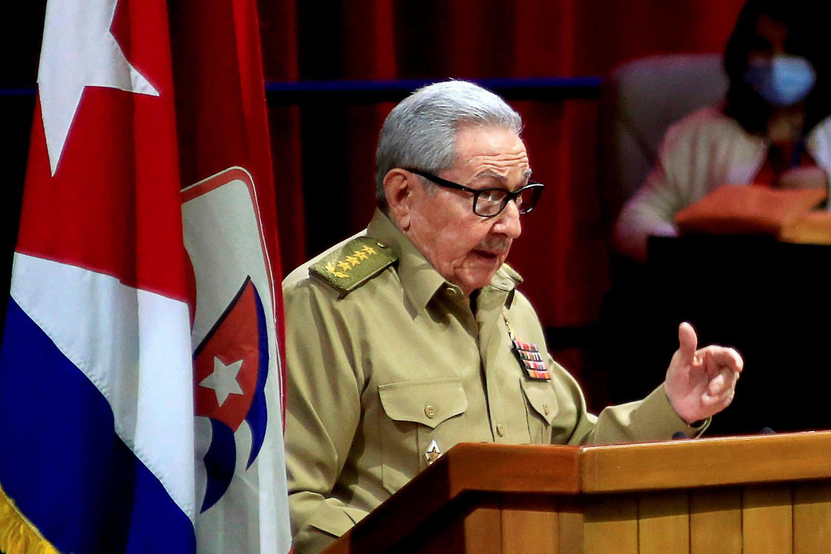 Raul Castro sagði af sér í dag og batt þar …