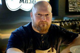 Brynjar Sigurdórsson kokkar ofan í gesti og gangandi á Svanga Manga en á sama bás ...