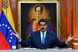 Ummæli Maduro hafa vakið upp hörð viðbrögð enda bendir margt til þess að landið sé …