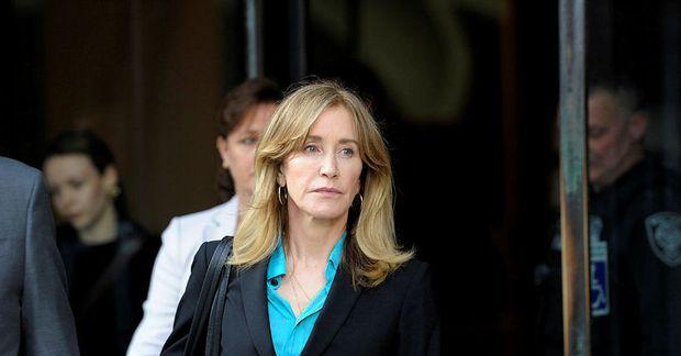 Felicity Huffman er þekktust fyrir hlutverk sitt sem Lynette Scavo í þáttunum um Aðþrengdu eiginkonurnar.