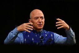Jeff Bezos hefur sig til flugs.