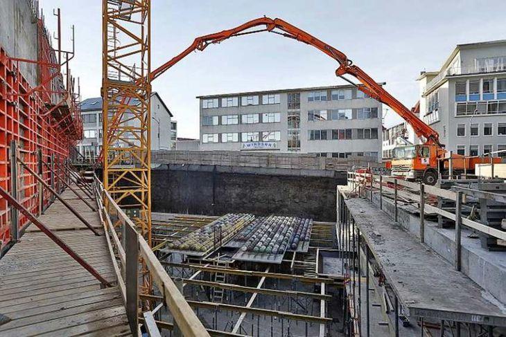 Myndirnar eru teknar þann 11. febrúar 2014 af byggingu nýja hótelsins við Höfðatorg.