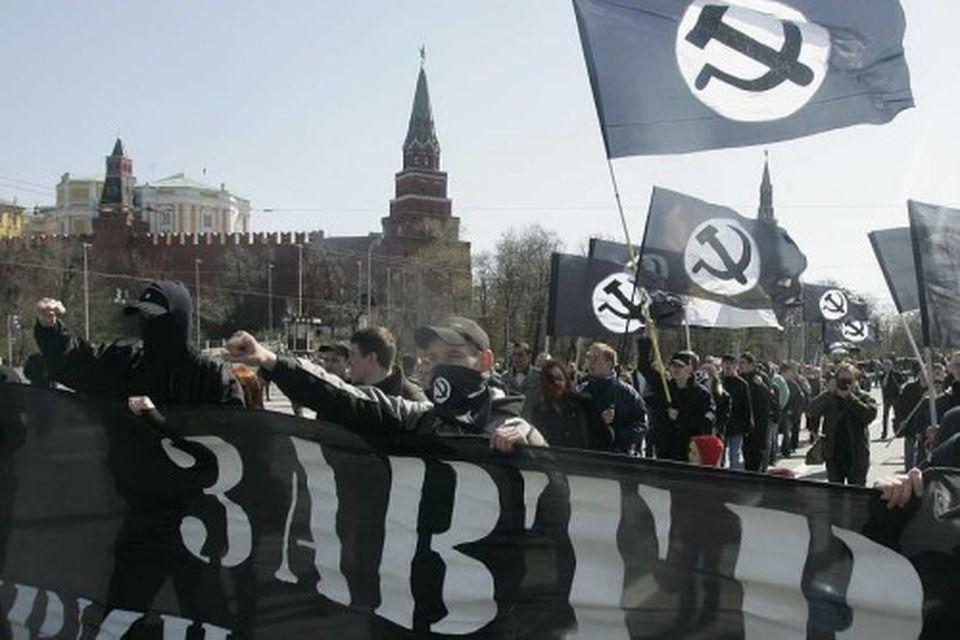 Félagar í Bolsjévikkaflokknum, sem raunar er bannaður, í miðborg Moskvu.