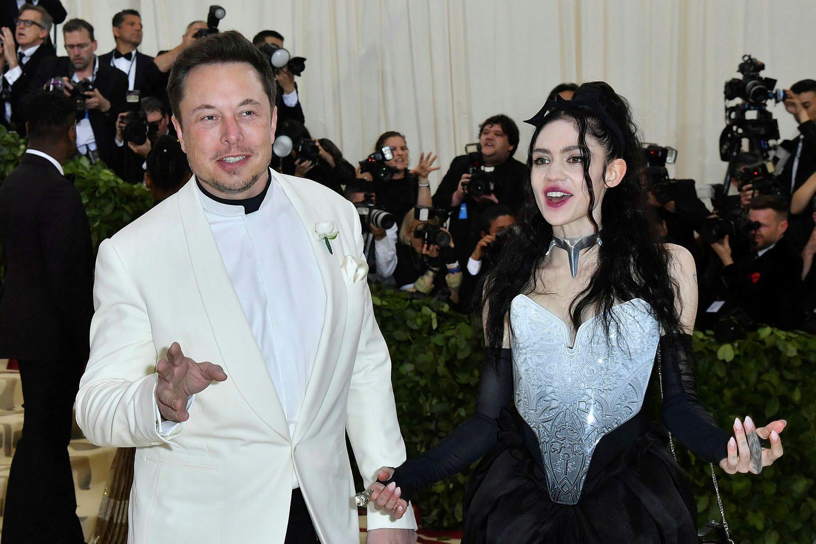 Elon Musk og Grimes eiga soninn X AE A-Xii.