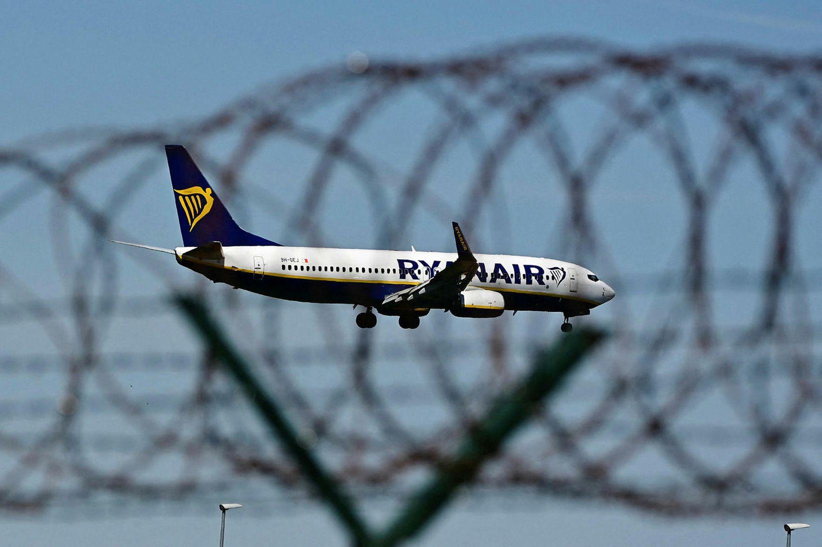 Flugstjórendnur í Hvíta-Rússlandi sögðu Ryanair ekki svara símanum.