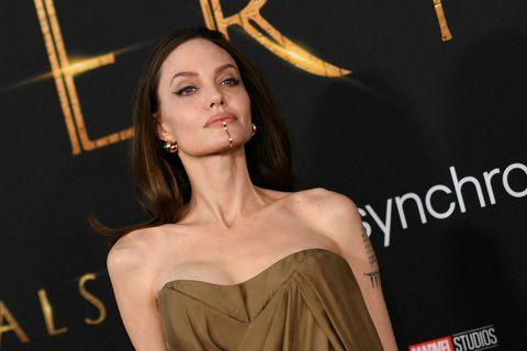 Hökuskrautið sem Angelina Jolie skartaði á dögunum hefur vakið mikið umtal. Það er úr 14 …