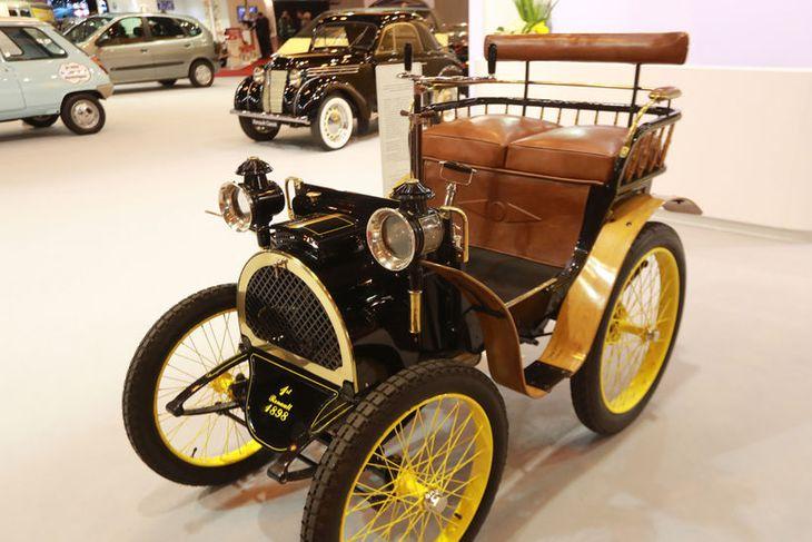 Renault Type A frá 1898 á sýningunni í París.