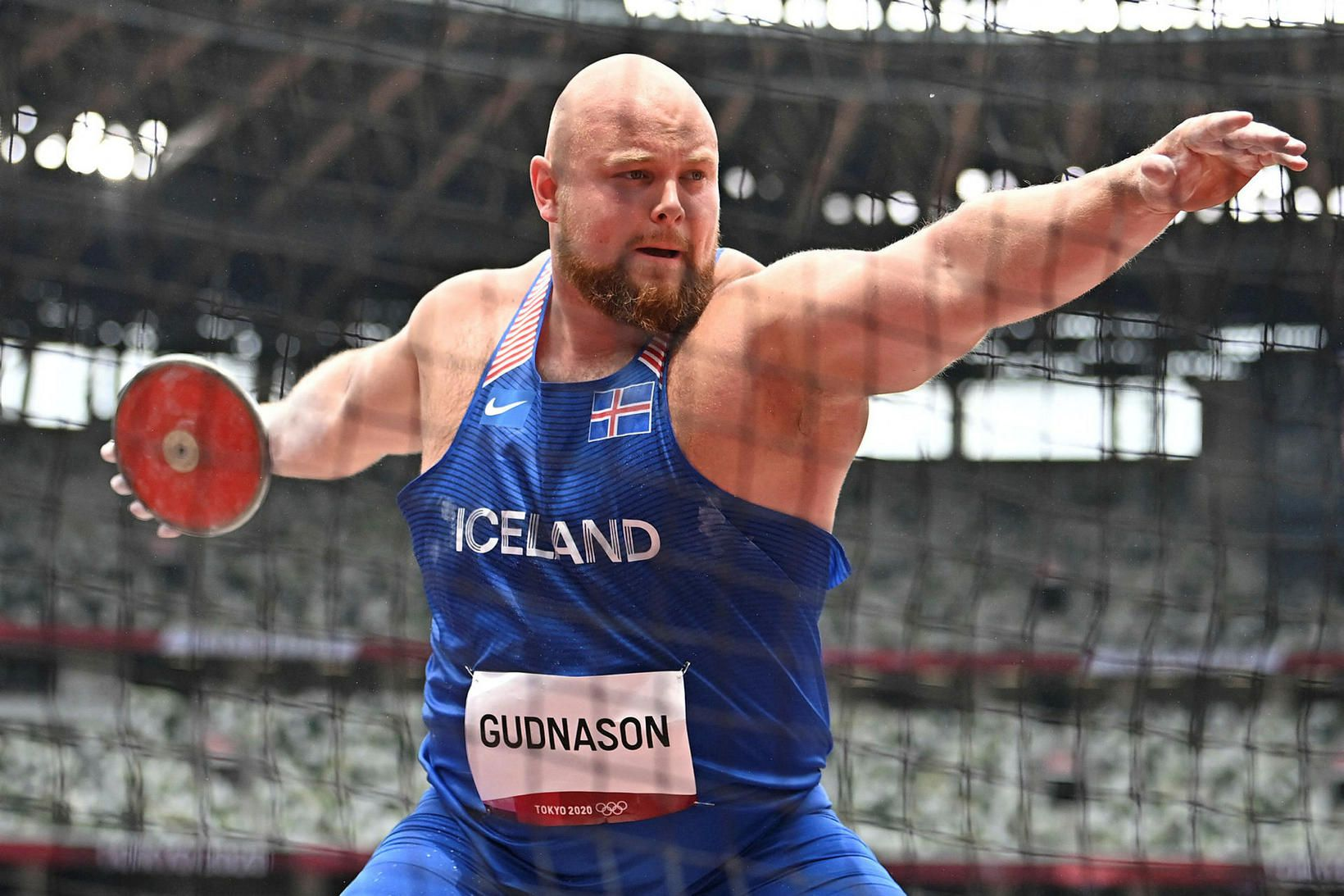 Guðni Valur Guðnason í kasthringnum á Ólympíuleikvanginum í Tókýó í …