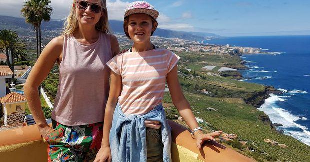 Mæðgurnar á góðri stund á Tenerife.