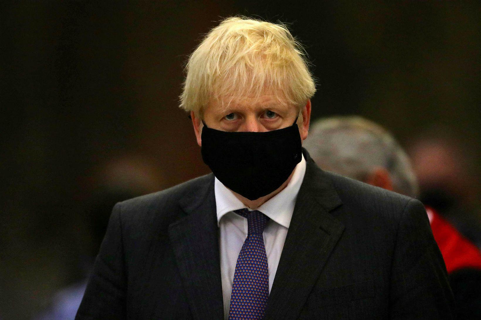 Boris Johnson, forsætisráðherra Bretlands, með grímu fyrr í mánuðinum.