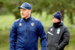 Óli Stefán Flóventsson, þjálfari KA, á hliðarlínunni í dag.