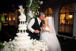 Stjörnuparið Gwen Stefani og Blake Shelton, giftu sig nú á dögunum og kakan var með …