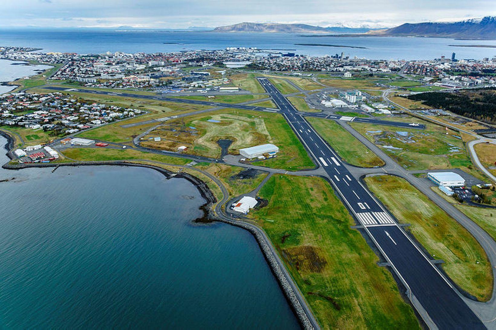 Horft yfir Reykjavíkurflugvöll.