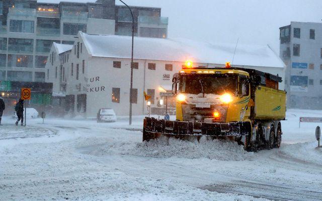 Unnið er að hreinsun gatna og stíga í Reykjavík en greiðfært er á höfuðborgarsvæðinu.