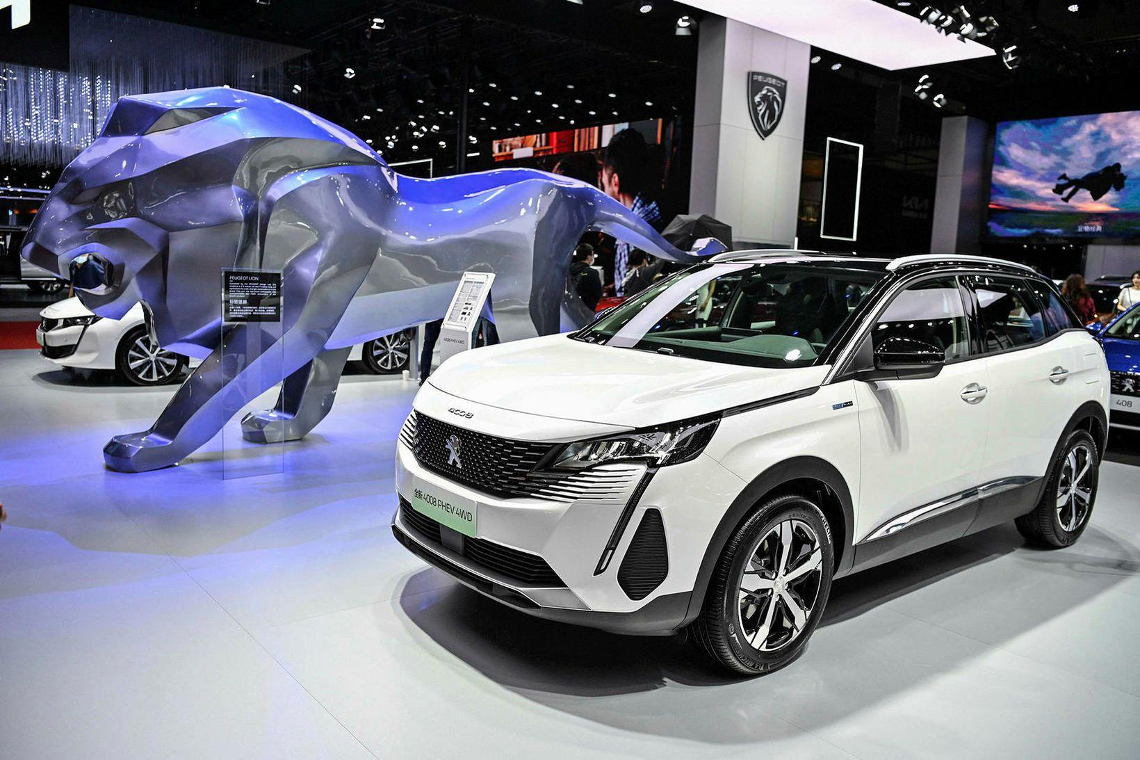 Fjórhjóladrifinn Peugeot 4008 tengiltvinnbíll á bílasýningunni í Sjanghæ í Kína …
