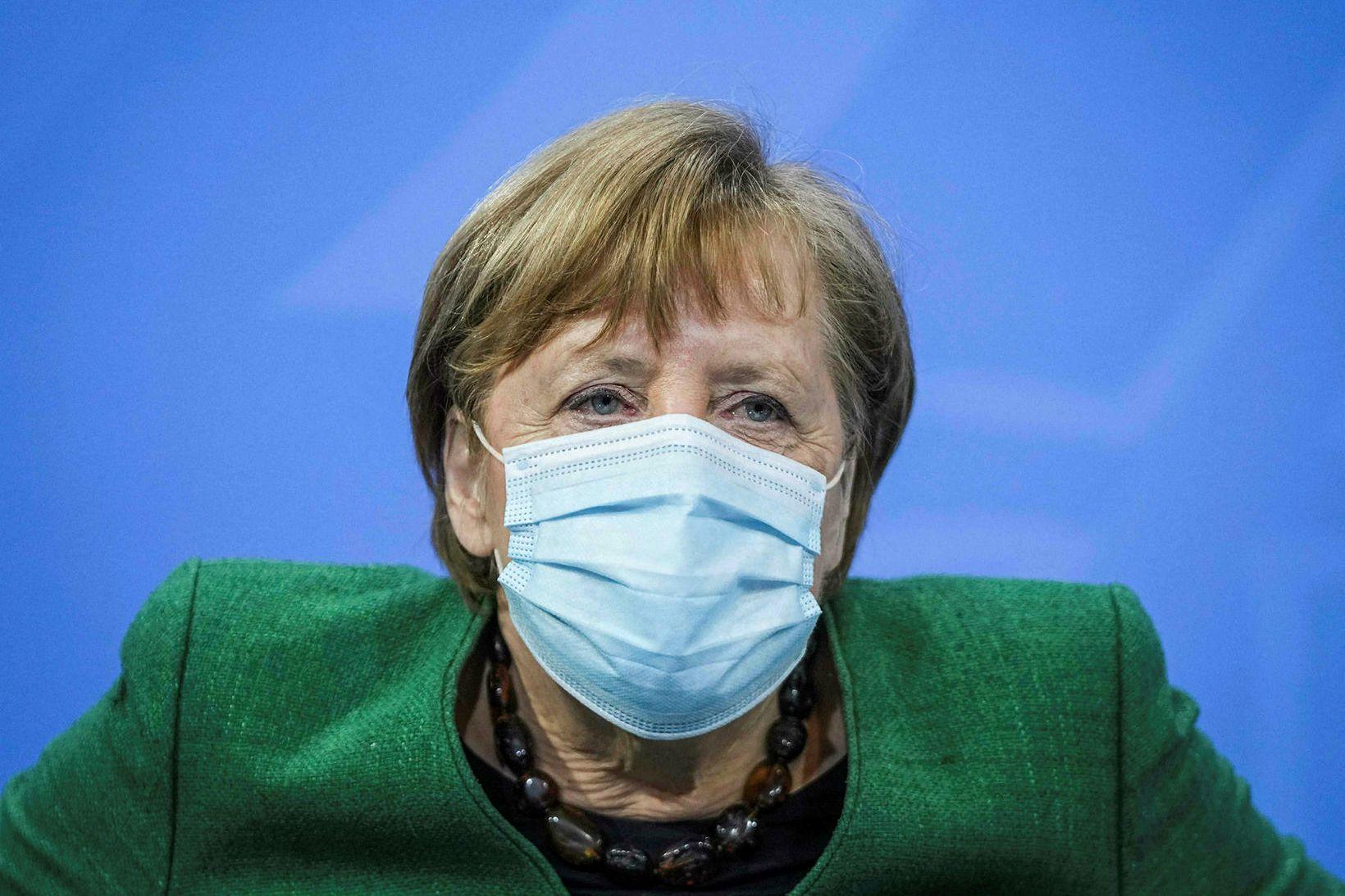 Kanslari Þýskalands, Angela Merkel, kynnti takmarkanir á samkomum á fundi …