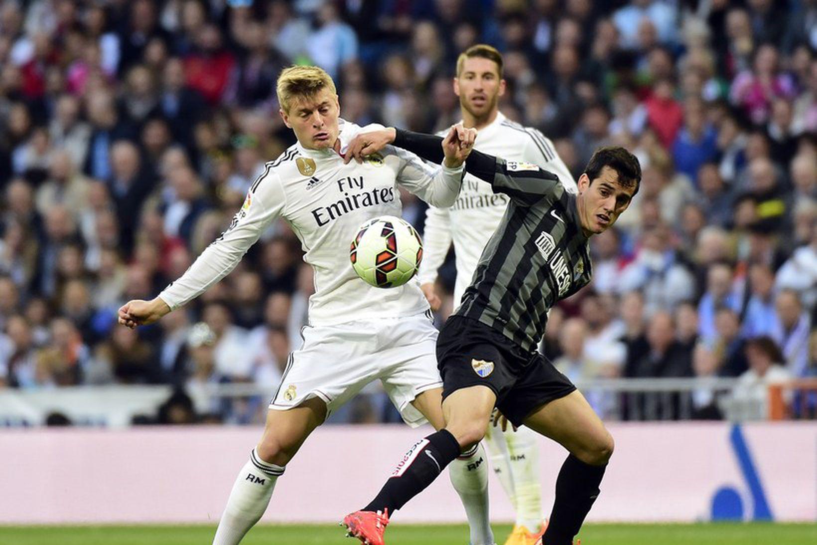 Hvítklæddur Toni Kroos í baráttunni með Real Madrid.