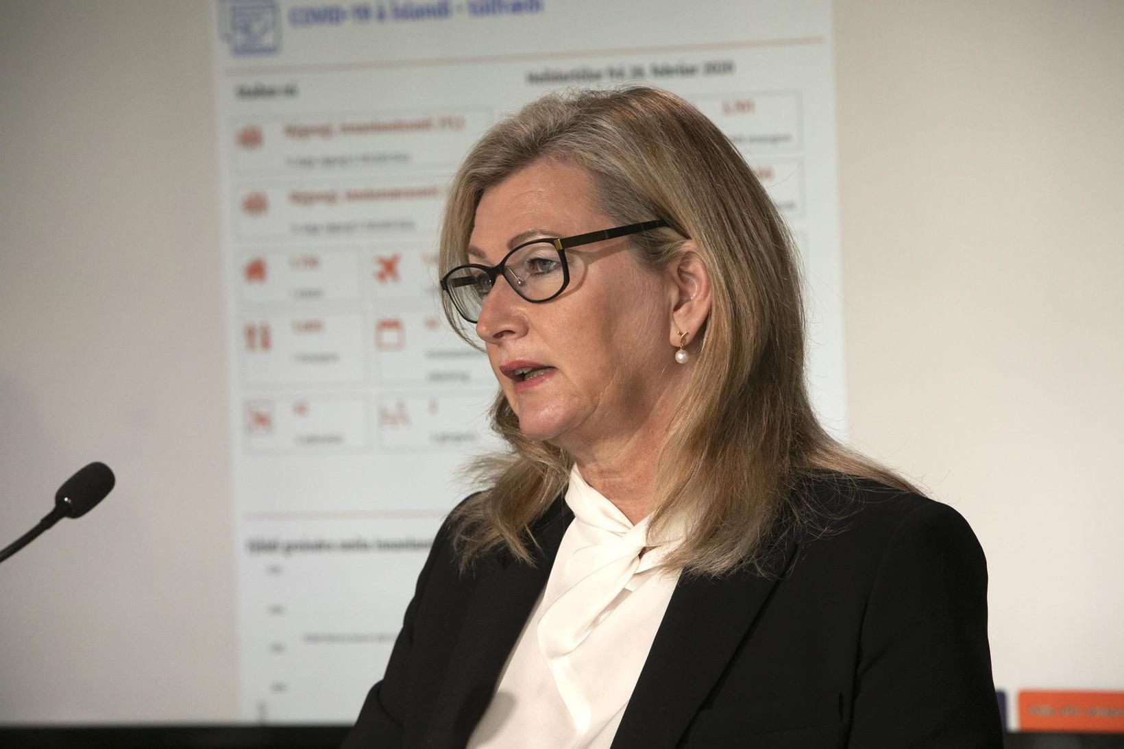 Alma Möller landlæknir á fundi dagsins.