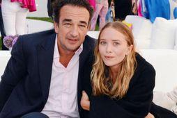 Mary-Kate Olsen reynir að sækja um skilnað frá Olivier Sarkozy mitt í kórónuveiru-fárinu.