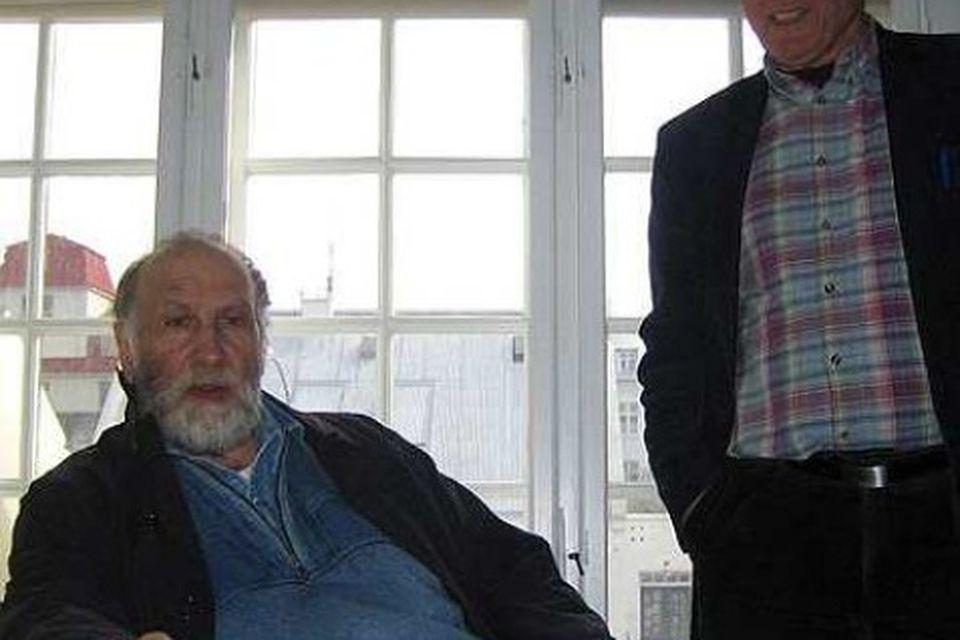 Fischer og Guðmundur G. Þórarinsson við skákborðið, sem notað var í einvíginu 1972.