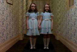 Hér má sjá tvíburasysturnar Lisu og Louise Burns í kvikmyndinni The Shining.