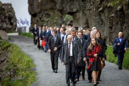 Frá hátíðarfundi Alþingis á Þingvöllum 18. júlí síðastliðinn. Þingmenn ganga niður Almannagjá.
