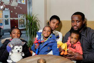 William Kyeremateng og kona hans Theresa Kusi Daban með börnum sínum Stefaniu, Nathaniel og Aaron. ...
