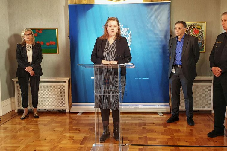 From yesterday's press conference. Minister of Health Svandís Svavarsdóttir is in the center.