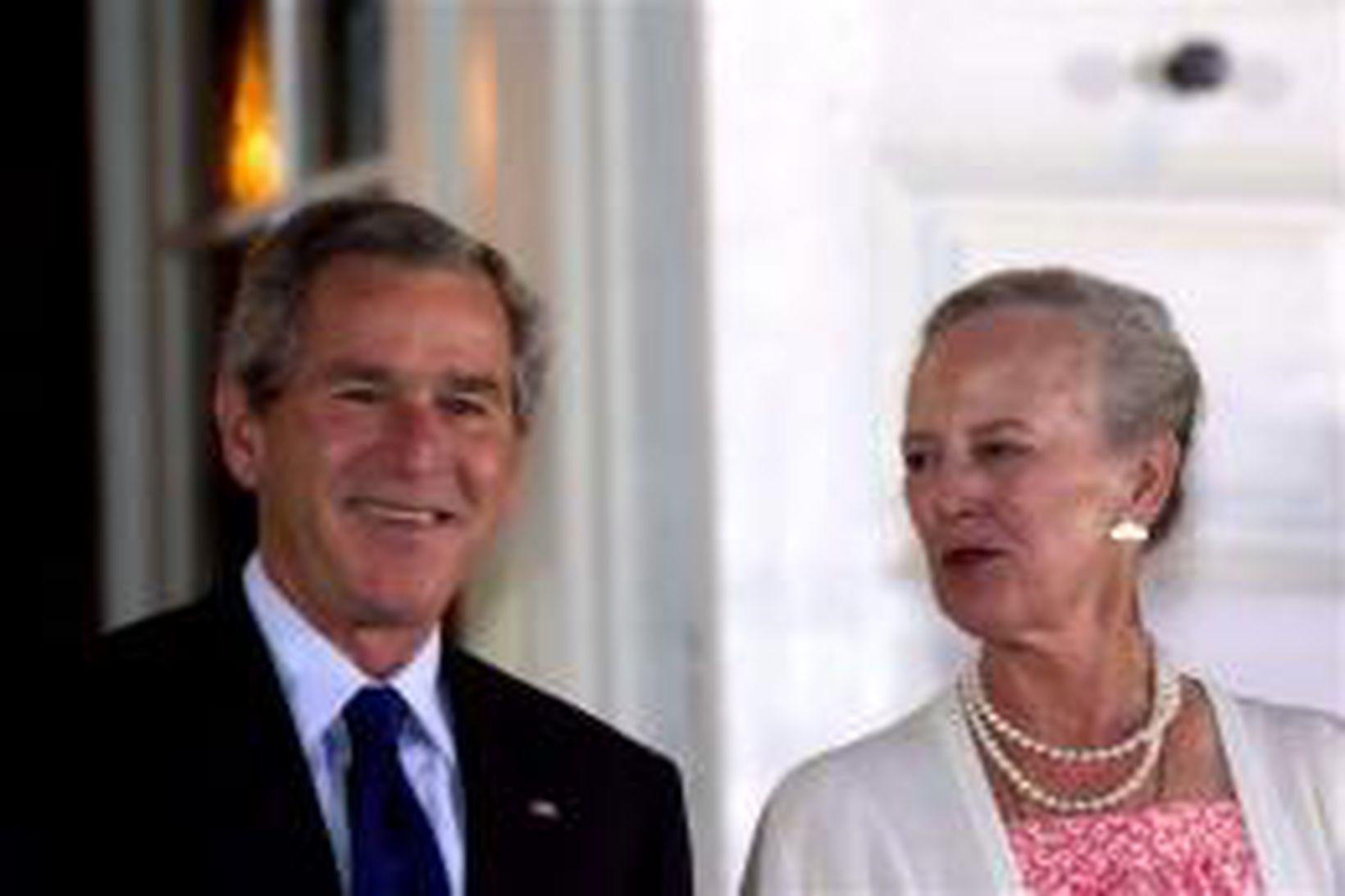 George W. Bush og Margrét Þórhildur Danadrottning í Fredensborgarhöll í …