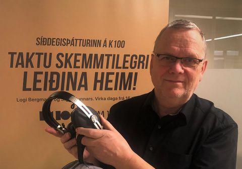 Árni Matthíasson með Sennheiser Momentum 3 græjuna.
