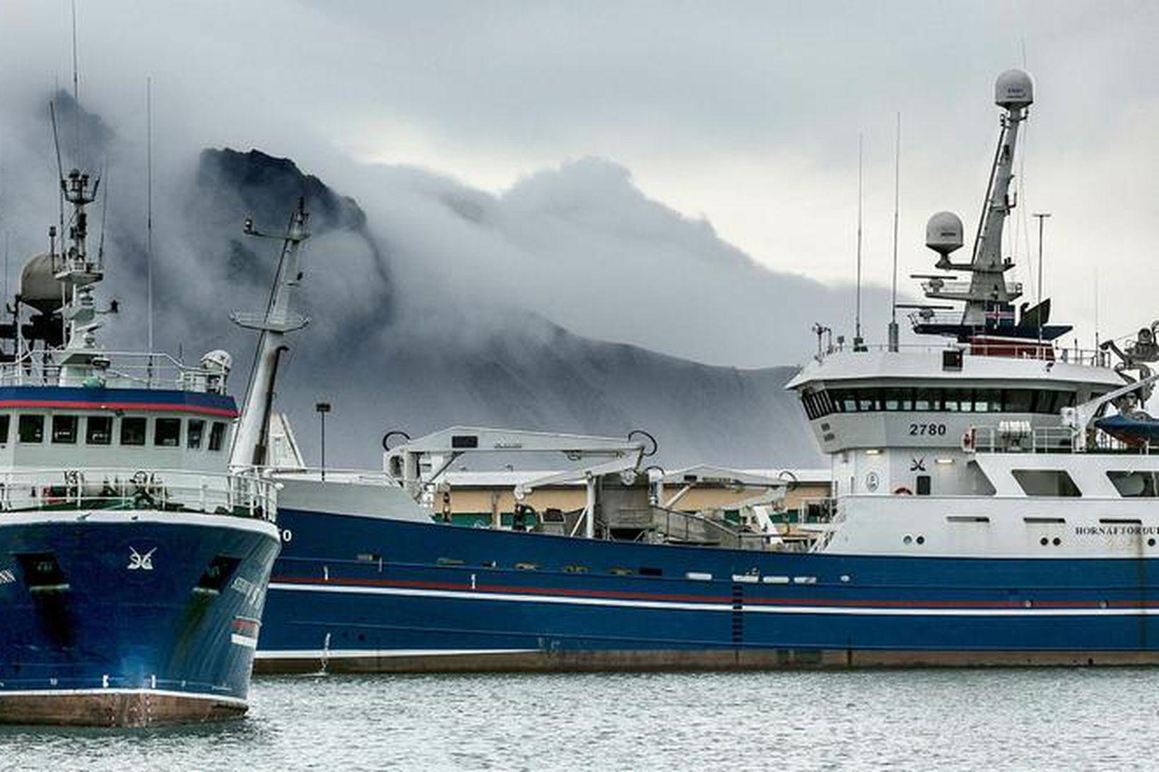 Togarar við bryggju á Höfn í Hornafirði.